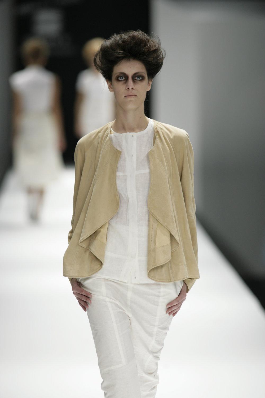 Lara_Torres_2007_MIMESIS_I_desfile36.JPG