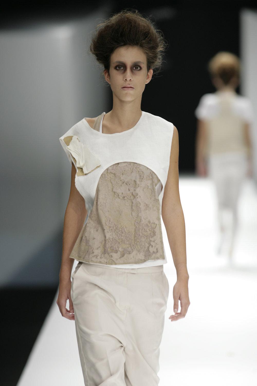 Lara_Torres_2007_MIMESIS_I_desfile37.JPG