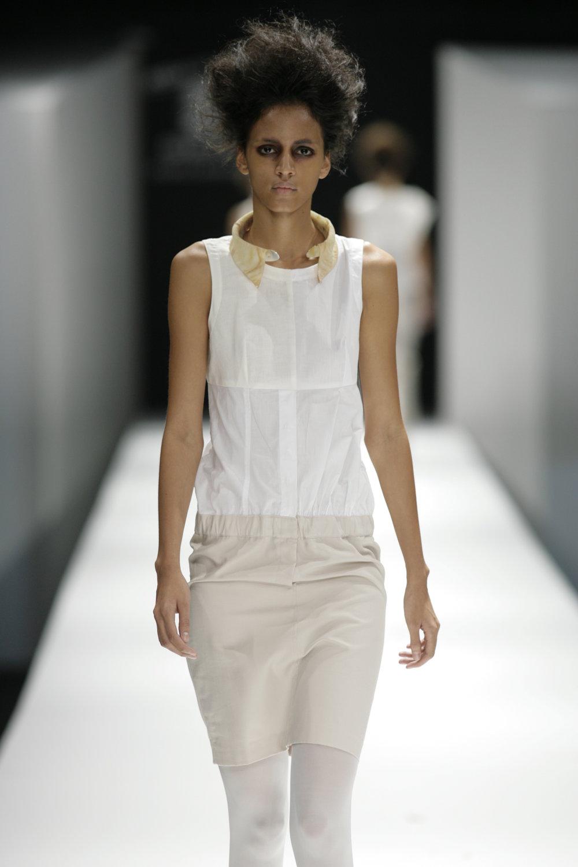 Lara_Torres_2007_MIMESIS_I_desfile38.JPG