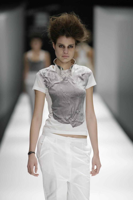 Lara_Torres_2007_MIMESIS_I_desfile42.JPG