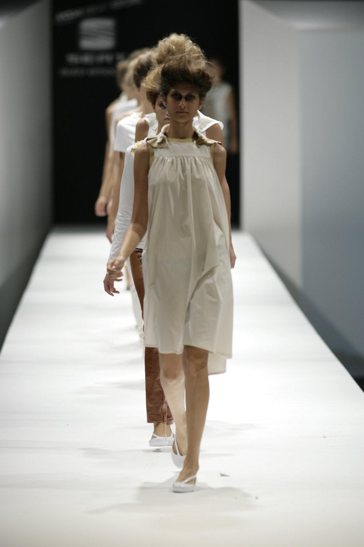 Lara_Torres_2007_MIMESIS_I_desfile51.JPG