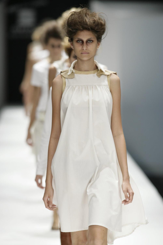 Lara_Torres_2007_MIMESIS_I_desfile52.JPG