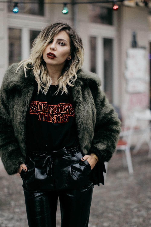 Fashion-Week-Outfit-Tshirt-Vinyl-pants-fake-fur-1-KL.jpg
