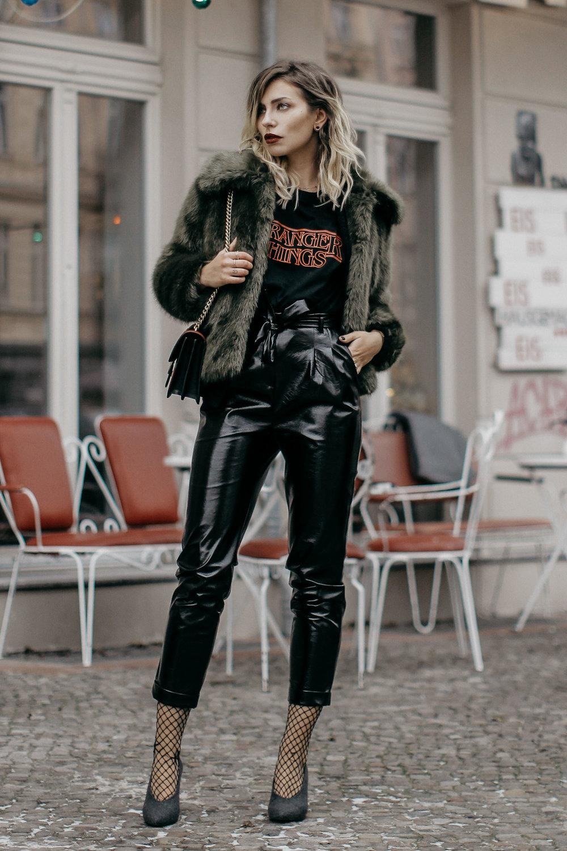 Fashion-Week-Outfit-Tshirt-Vinyl-pants-fake-fur-8-KL.jpg