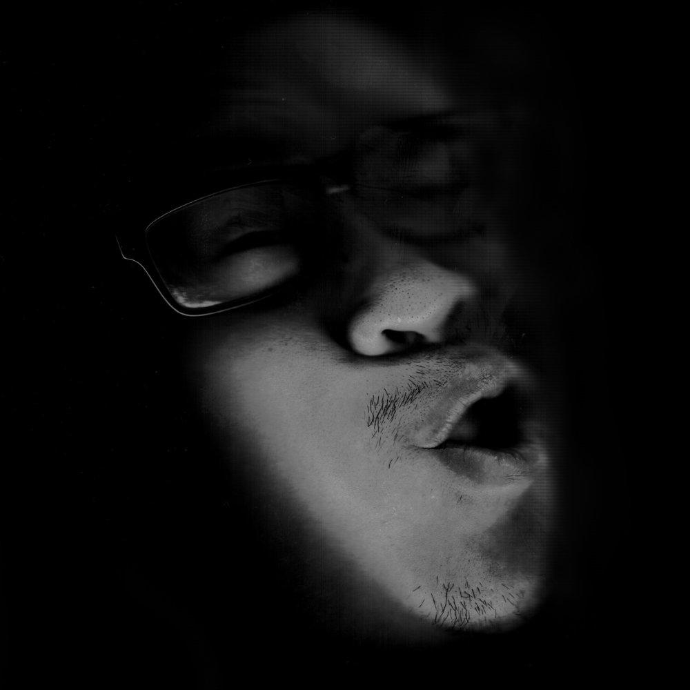 PAtrick - Creative DirectorHielt 2015 zum ersten Mal eine GQ in der Hand und wusste zu diesem Zeitpunkt nicht einmal wer Raf Simons ist. Heute zählt er zu den gefragtesten Street Style Fotografen im deutschsprachigen Raum und lebt das Credo der Firma wie kein anderer: Evolution