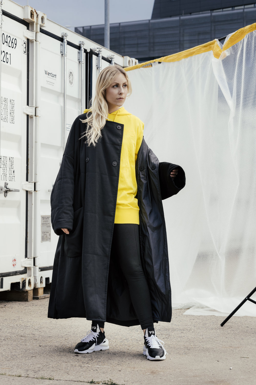 Emis Y3 Laura Yellow Pullover