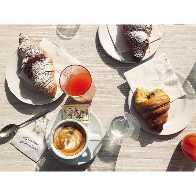 Blood orange breakfast in the spring sunshine 😎 #cafenapoli #puglia