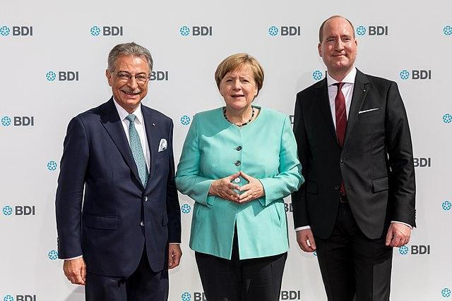 640px-Dieter_Kempf,_Angela_Merkel_und_Joachim_Lang_beim_Tag_der_Deutschen_Industrie_2017.jpg
