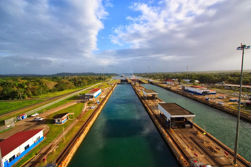 Die Stadt der Kontraste - hunderte Jahre alte Tradition Seite an Seite mit dem majestätischen Panama Kanal.