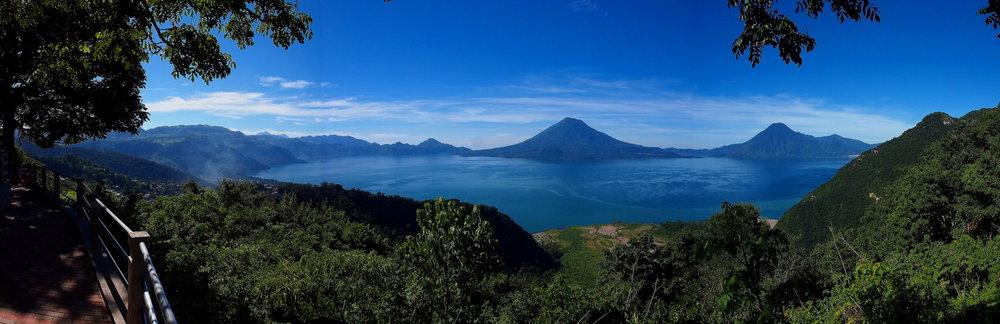 Lago Atitlan Panorama 2.jpg
