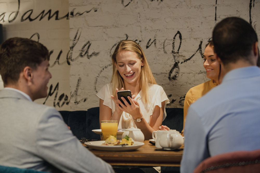 Using-Smartphone-In-A-Restaurant-871544692_5080x3387.jpeg