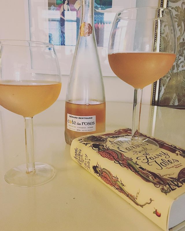wine time. wine me up. rosé yay yay yay. popping open this bottle of @gerardbertrandwines because 🌞 // #roséallday #friday #flashesofsummer #aCreativeDC #celebrate #bloom #wine #gerardbertrand #lifestyleblogger