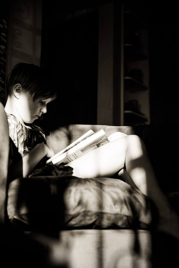 day in the life family photogrphy - window light on girl reading