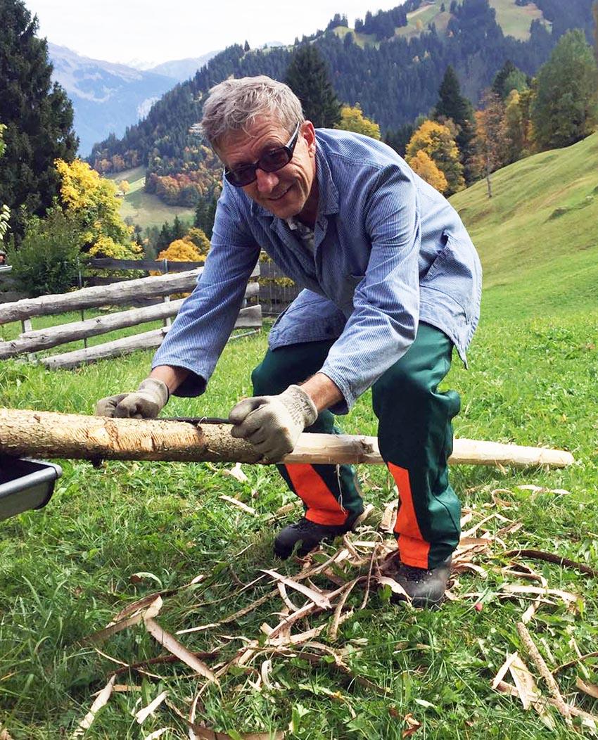 Handwerkern im Bündner Maiensäss