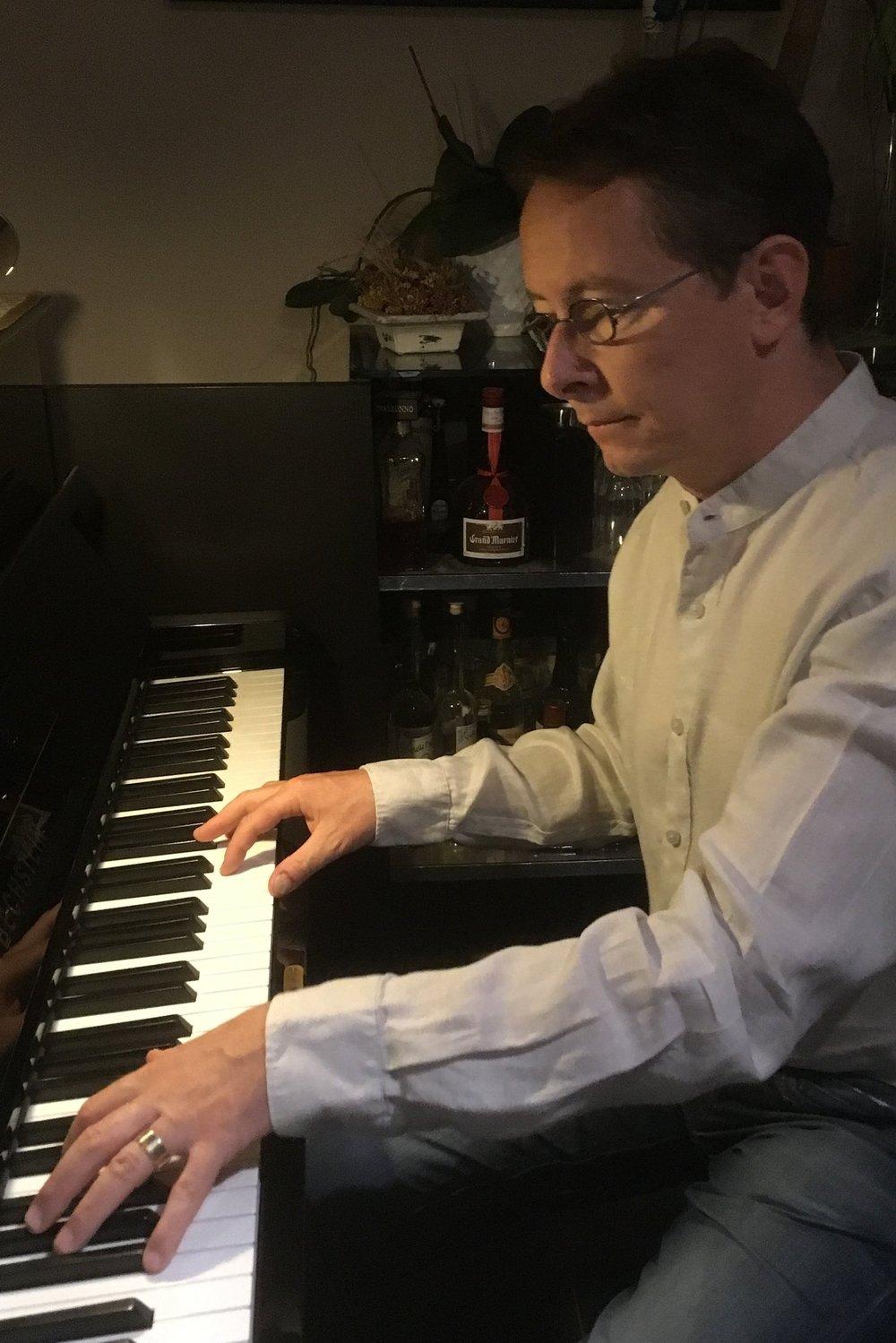 Klavierspielen: Ausgleich von der Hektik des Alltags.