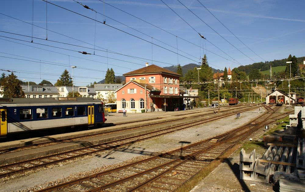 Bahnhof 2006 vor dem 1. Umbau, Neu-Festsetzung des Halbstundentakts im Dezember 2019