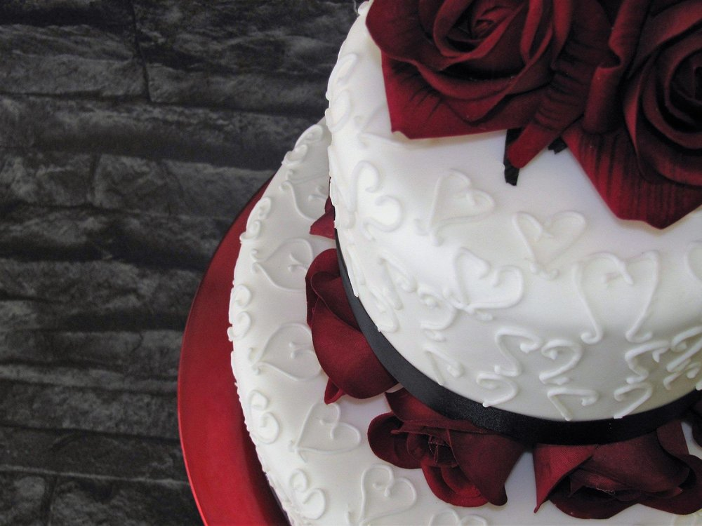 Two tier wedding cake with ruby red roses