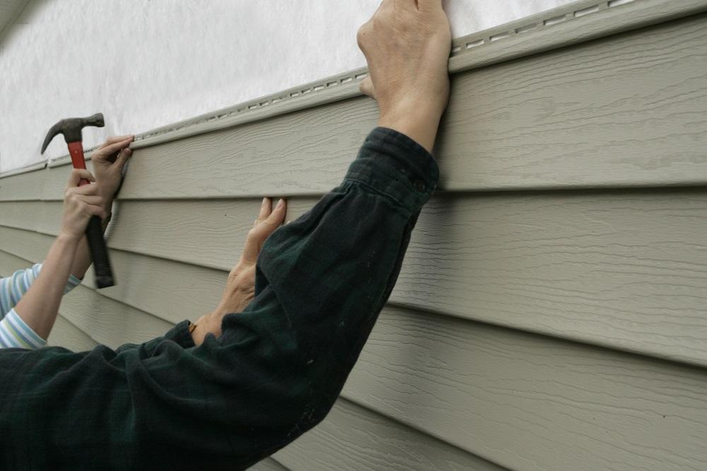 Installing-Siding-on-a-House.jpg
