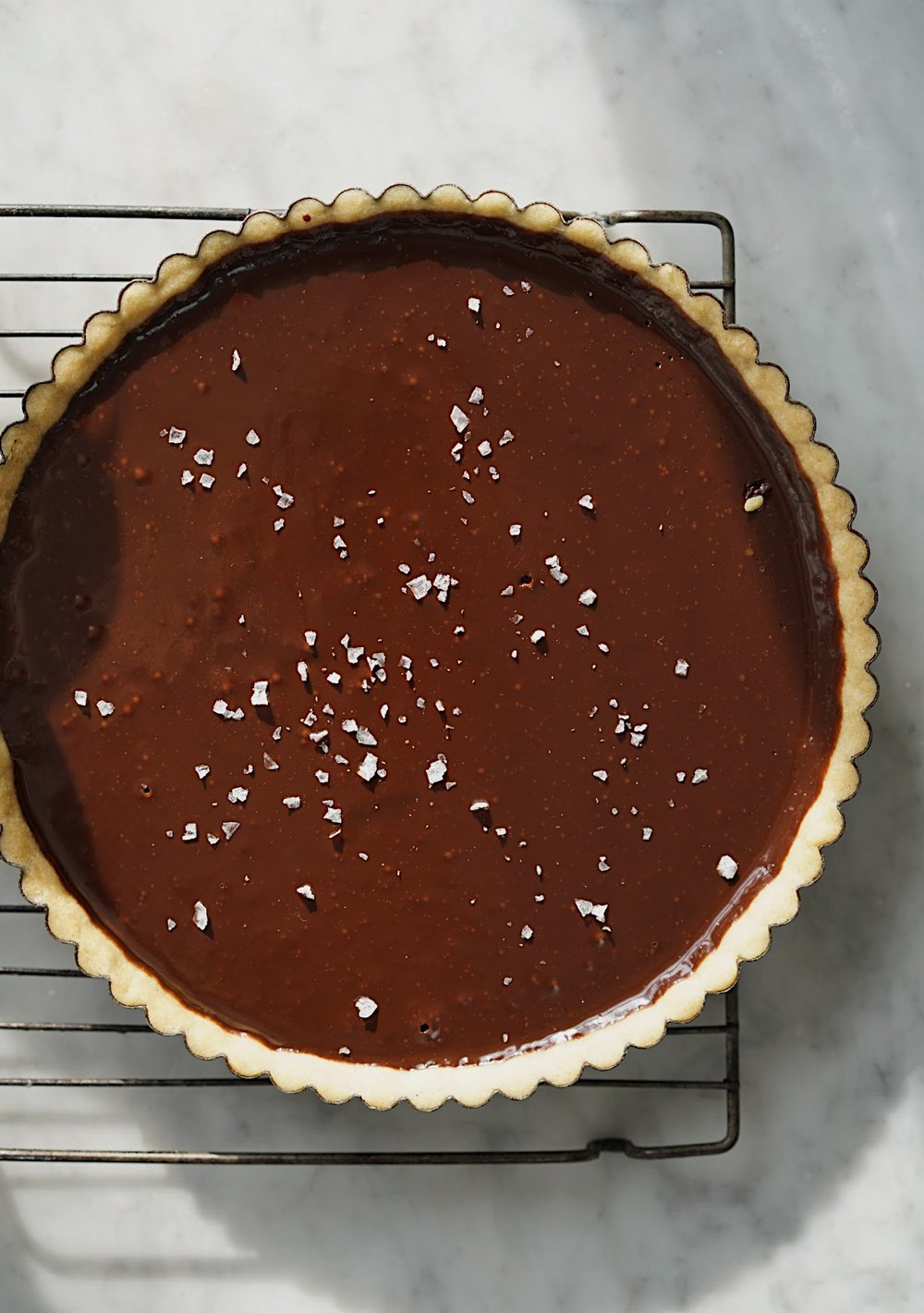 COPELAND_BITTERSWEET_CHOCOLATE_TRUFFLE_TART_SEA_SALTF7F63.JPGBITTERSWEET CHOCOLATE TART WITH SEA SALT  by Sarah Copeland #chocolate #bittersweetchocolate #chocolaterecipes #chocolatetruffle #sarahcopeland #edibleliving