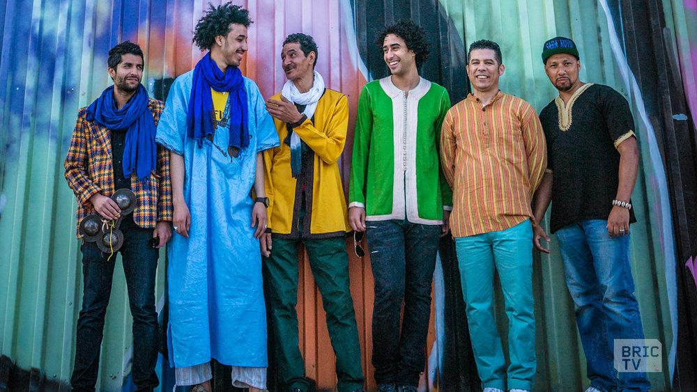 Left to Right - Amino Belyamani (chorus, qraqeb)Samir LanGus (chorus, qraqeb)Mâalem Hassan Ben Jafer (sintir, vocals)Ahmed Jeriouda (chorus, qraqeb, cajon)Said Bourhana (chorus, qraqeb)Nawfal Atiq (chorus, qraqeb)