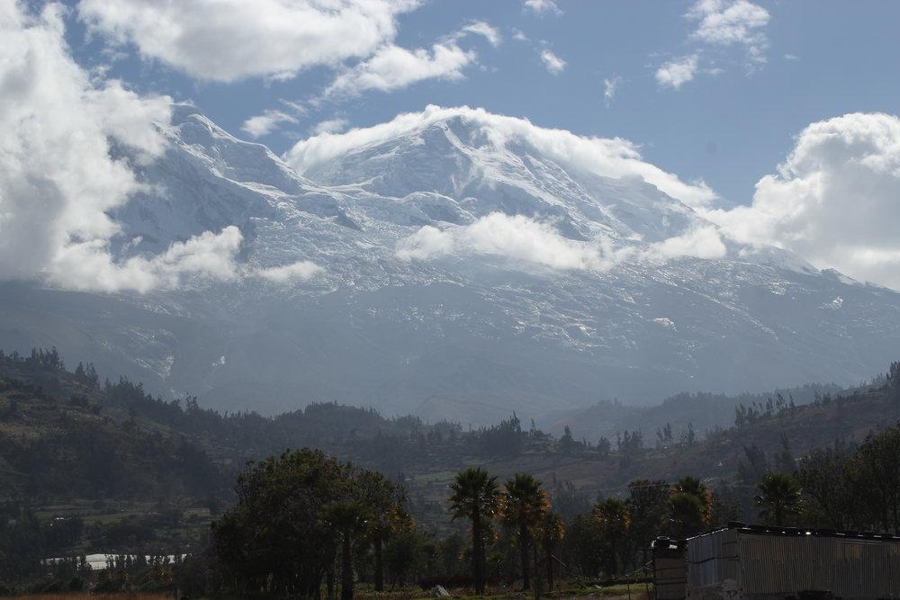 Pacha Mama e suas divinas formas vitas a partir da Montaña que Canta - Carhuaz, Peru.