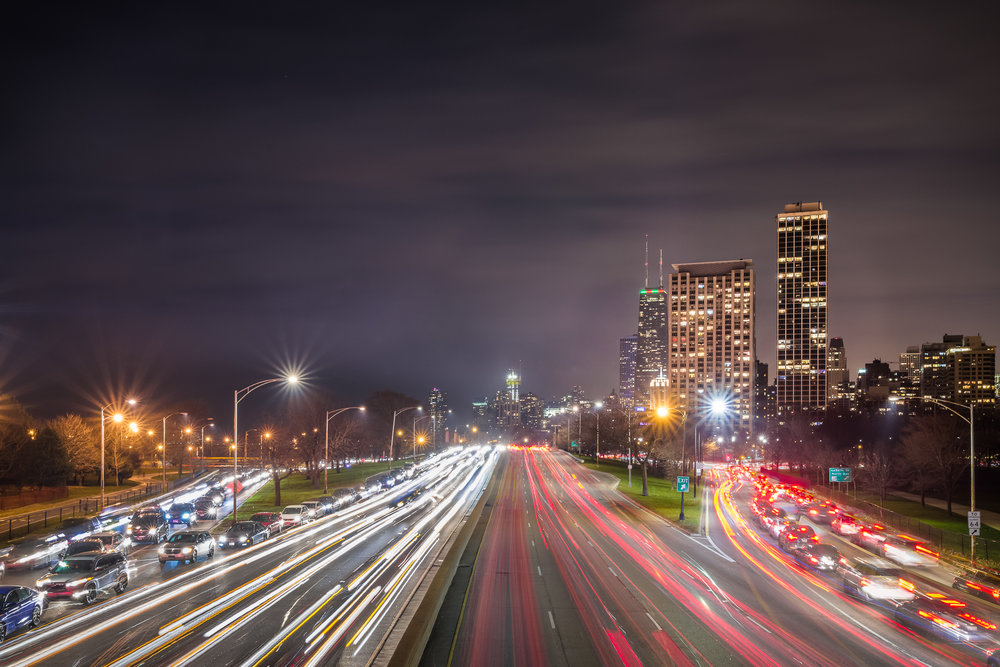 long-exposure-of-chicago-with-car-trails-at-lincoln-park