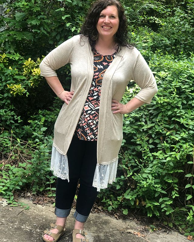 I felt pretty & sweet at church today in my new tan grandpa cardi w/embroidered trim😊 🎀 #memade #memadeeveryday #memadewardrobe #livingladydesigns #p4p #patternsforpirates #grandpacardi #cardi #summercardi #cream #tan #ignoremystitchinglinesitwaslatelastnight