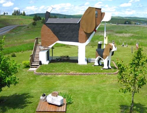 Dog Bark Park Inn, Cottonwood, ID The question isn't who would want to stay in a beagle-shaped B&B, but who wouldn't want to stay there?  https://www.topixoffbeat.com/slideshow/19342 Stacie Hougland