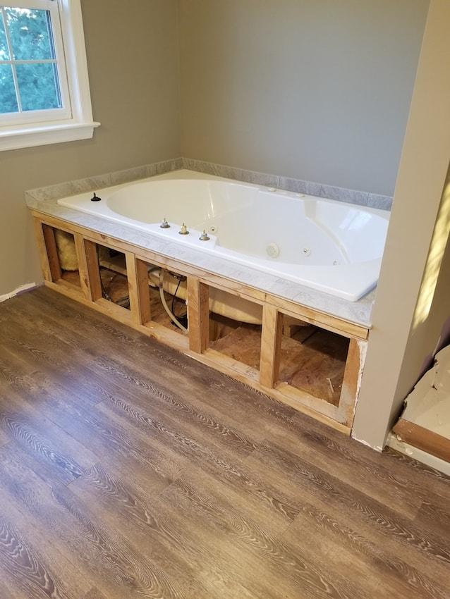 brandon-alderfer-bathroom-lvp-3-d-_-s-flooring-min.jpg