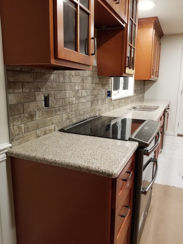 brandon-alderfer-kitchen-backsplash-d-_-s-flooring-min.jpg