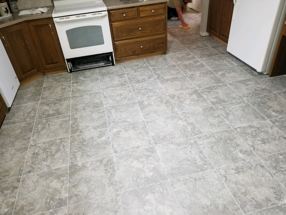 josh-plank-jason-snyder-kitchen-manheim-4-armstrong-alterna-dove-gray-mist-grout-d&s-flooring-20180531_173107 copy-min.jpg