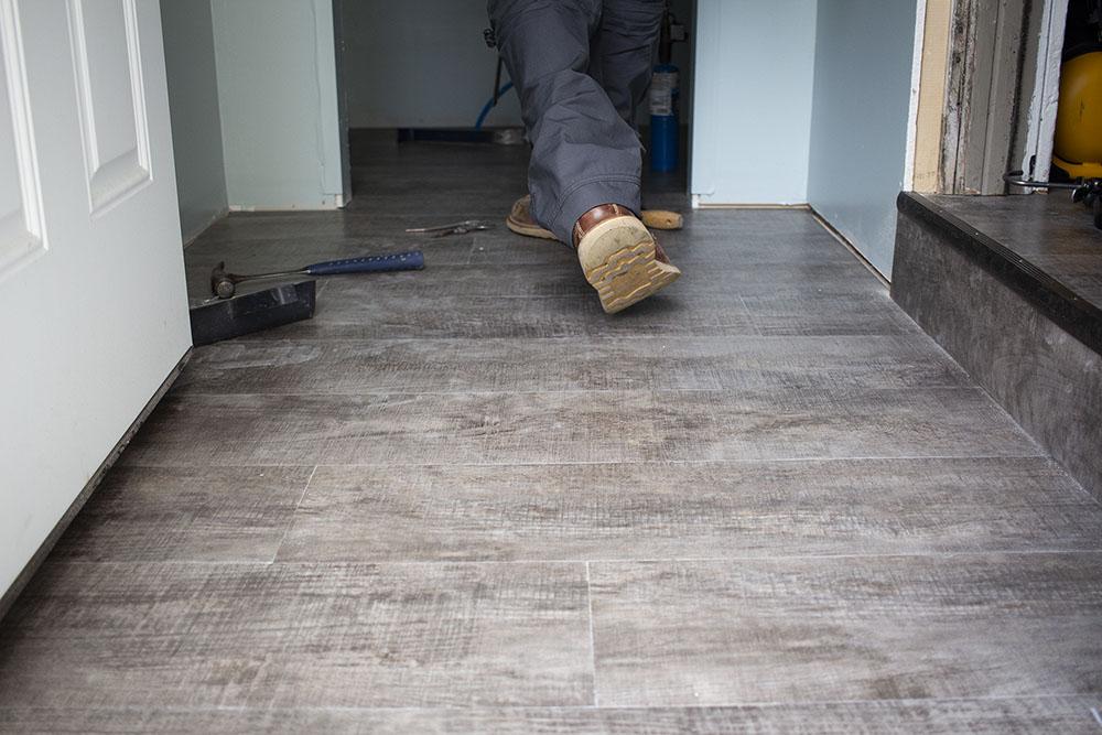 IMG_8045-josh-plank-resilient-vinyl-mudroom-1000-D&S-flooring.jpg