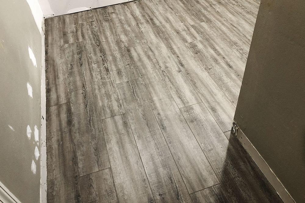 resilient-luxury-vinyl-plank-gateway-1-web-october-2018-dandsflooring.jpg
