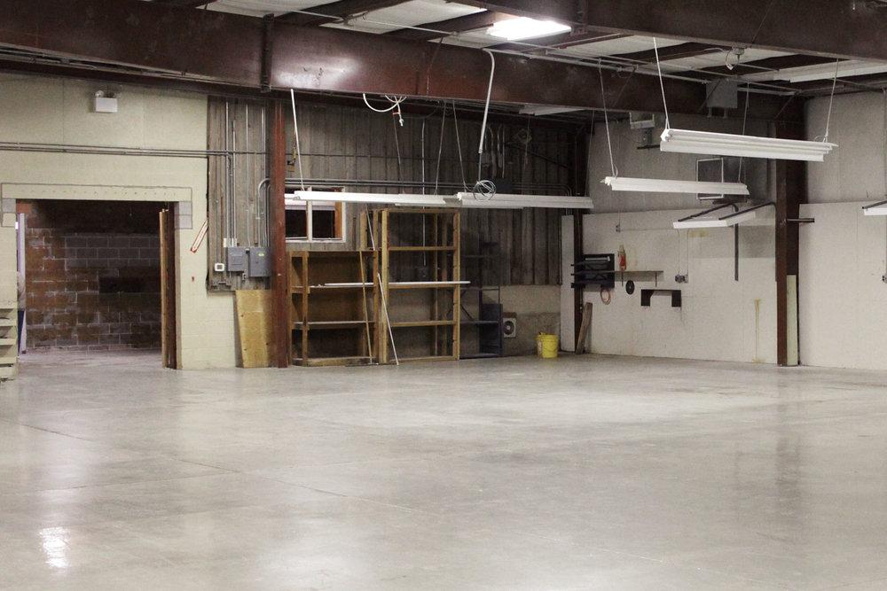 6727-1-before-vinyl-showroom-warehouse-december-2017-dandsflooring.jpg
