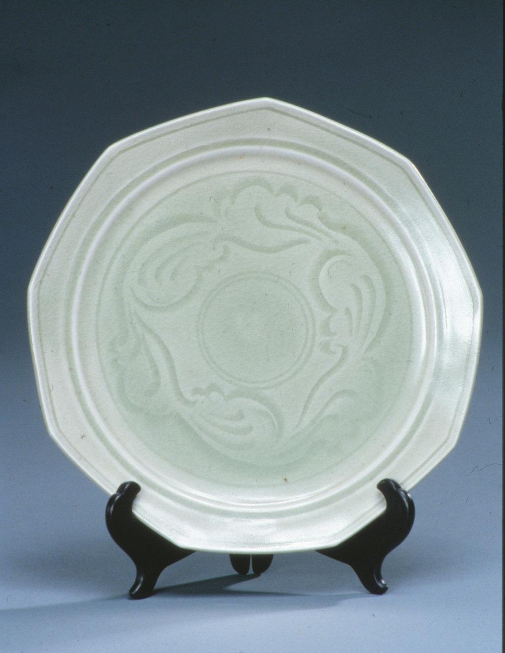 Carved porcelain plate with Northern celadon glaze