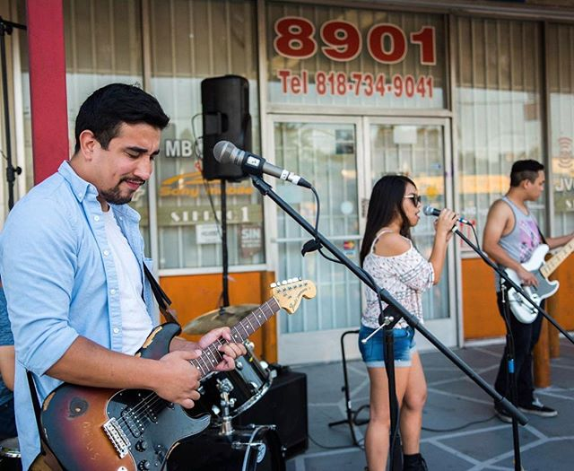 That feeling you get when you know our Summer nights are coming back! 😁 Coming soon! We're looking for artists, musicians, food vendors, businesses, etc that want to get involved! If interested email us at summerseriesinfo@gmail.com #northridge #reseda #resedablvd #summernights #thevalley