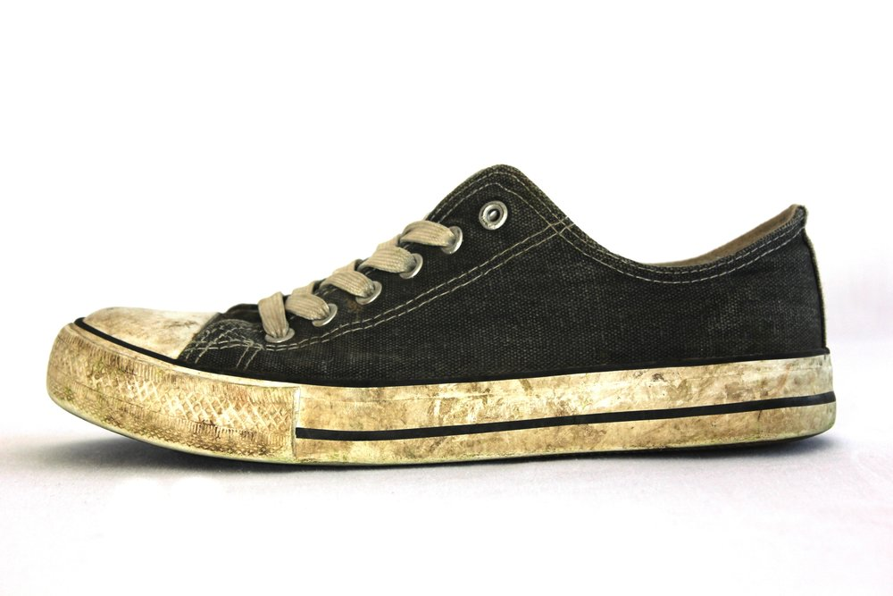 dirty-footwear-shoe-221207.jpg