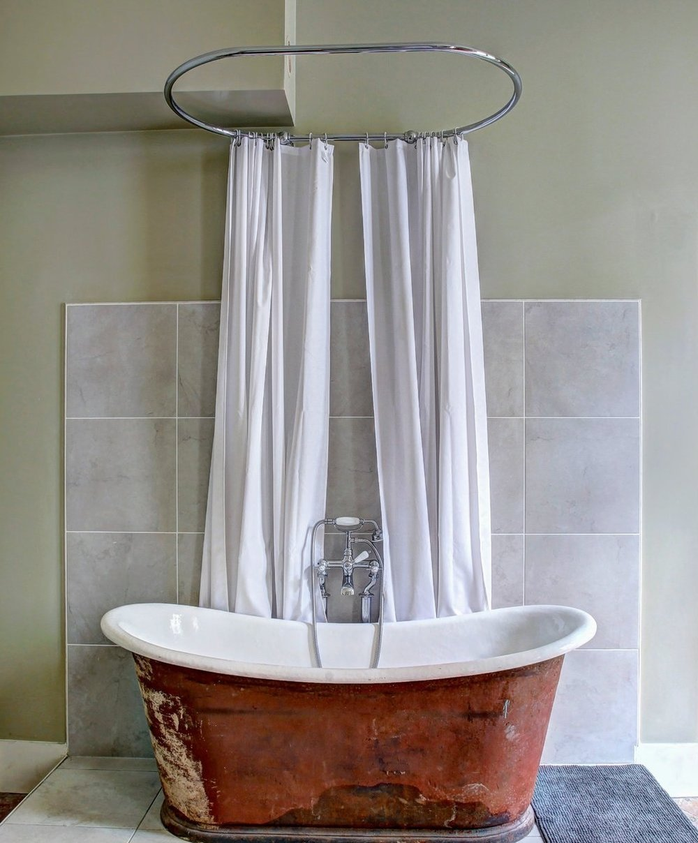 parisan bath tub.jpg