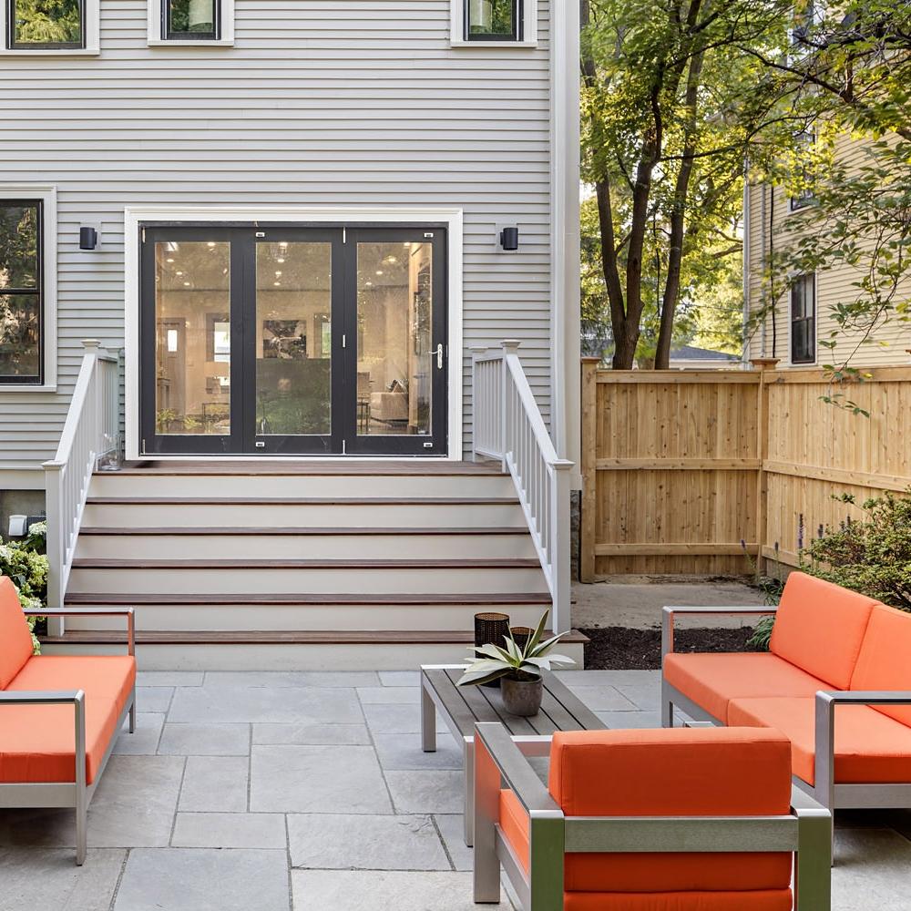 Exterior Yard to Inside 3.jpg
