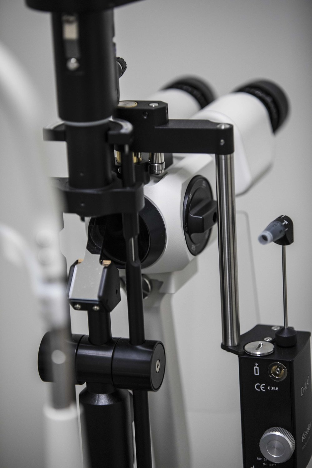 Slit lamp close.jpg