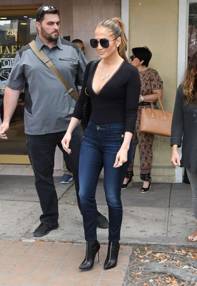 Jennifer-Lopez-in-Tight-Jeans-Shopping-jbrand-2.jpg