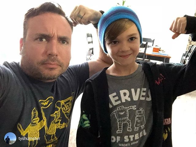 🎗️Rex and Ty turning today into #JoinTheFightFlexFriday! Flexing their nerves of steel in honor of kids in the fight with childhood cancer!  This is the last weekend of Childhood Cancer Awareness Month! Rock your Wade's gear and share awareness for families battling neuroblastoma and all childhood cancers.  repost from @tyshumster  Rex with the nerves of steel. Join the fight Friday. Donate to Wade's Army. Link in my bio. #jointhefightfriday #wadesarmy #fightneuroblastoma #childhoodcancerawarenessmonth #ChildhoodCancer #kidsgetcancertoo