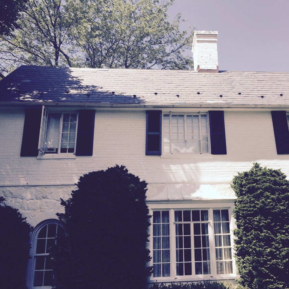 Not all of our projects involve large historic estates: we also have daily service calls in which we repair damaged gutters and open chimneys – which is what we did for the owners of this cute whitewashed cottage, in Springfield.
