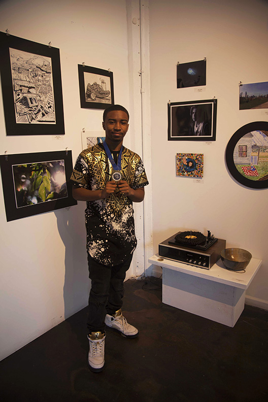 Ramar with his turntable sculpture for which he won the gold medal in Sculpture at IHSAE 2018 Bradshaw WEB.jpg