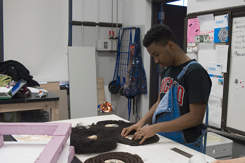 Ramar Working on Sculpture Johari 0218 WEB.jpg