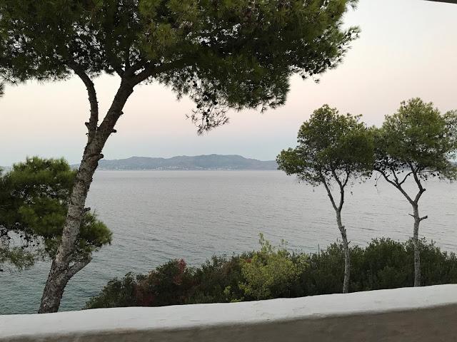 Gracias a estos tips me hospedé en un hotel con esta vista en Grecia, ¿que tul?