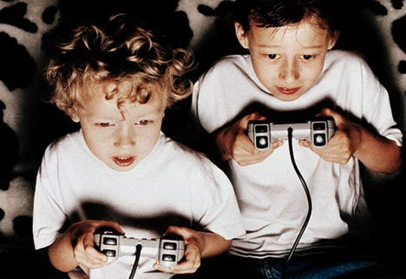 kids-playing-video-games-793x544
