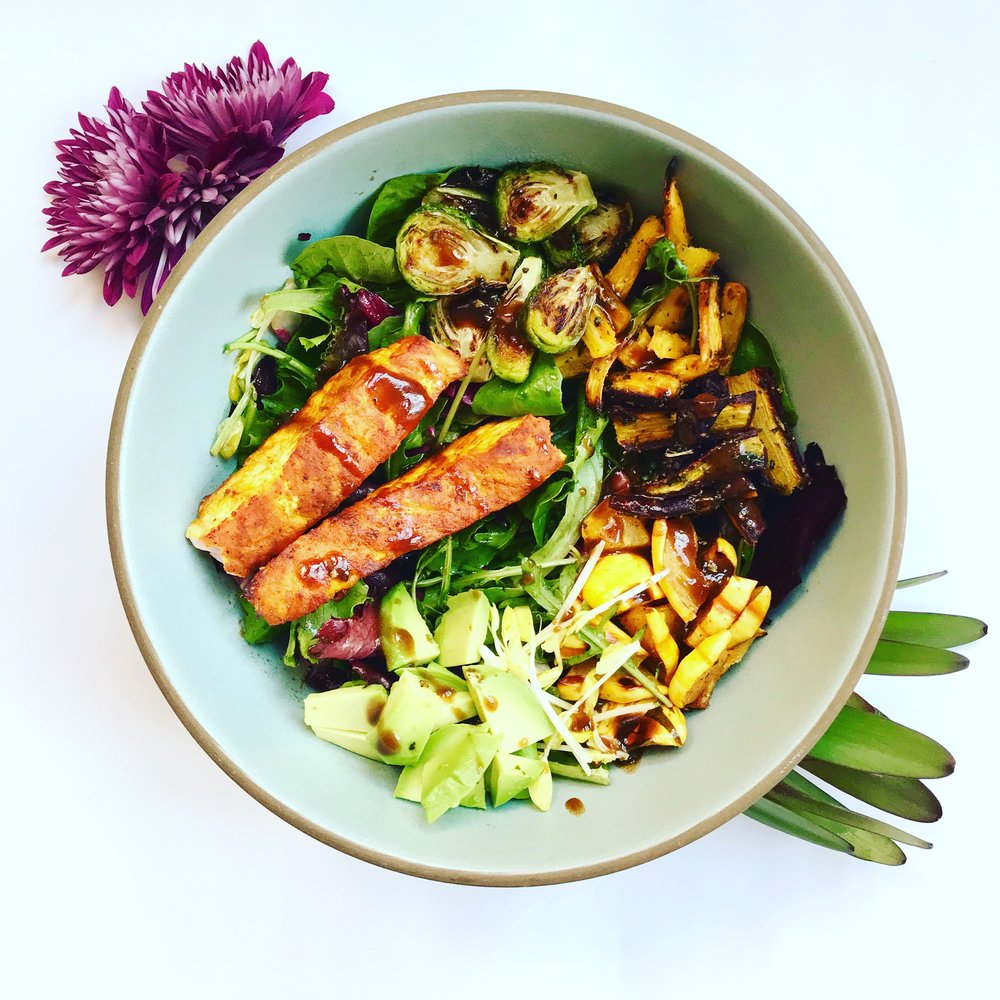 THIS is what healthy eating looks like with Misfit Wellness: meals full of colors, textures, flavors and nutrients to please your palate AND your tummy.