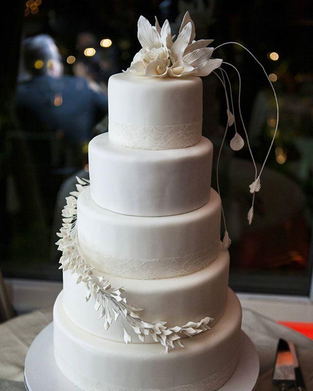 Dragon & Phoenix #weddingcake  #whiteonwhite #sugarflowers #lace