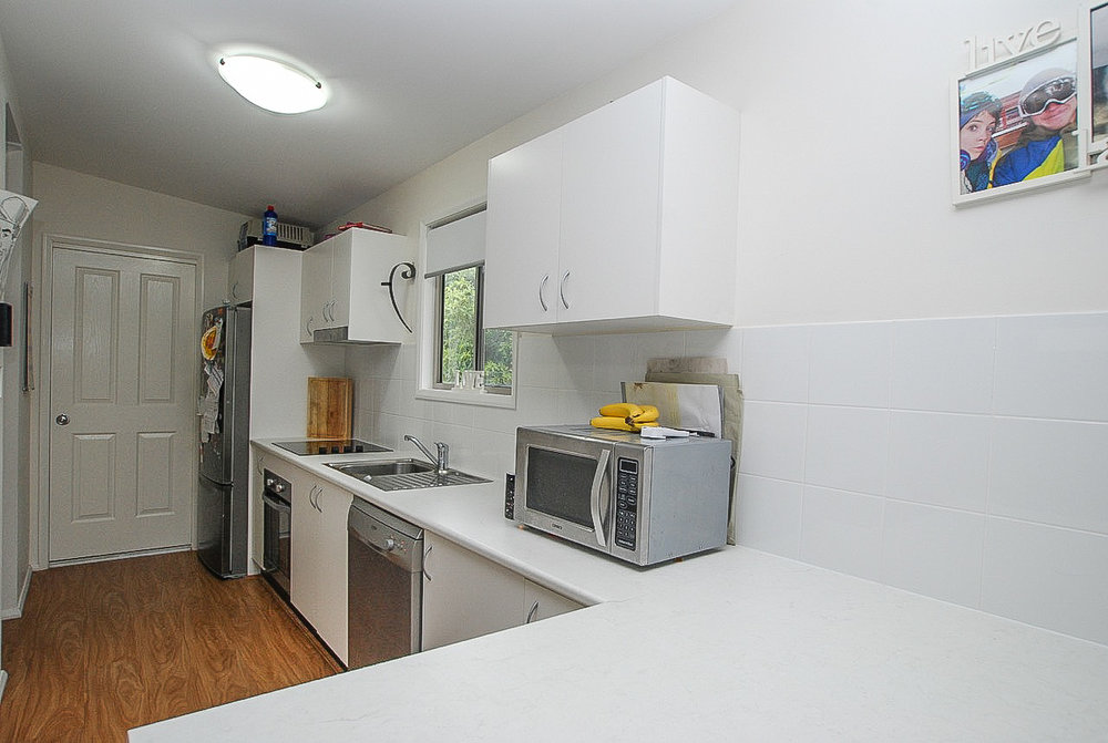 Warilla 7A Hill Kitchen.jpg